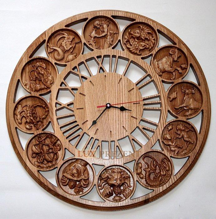 Из дерева часы с